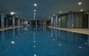 Хотели с вътрешен басейн 3